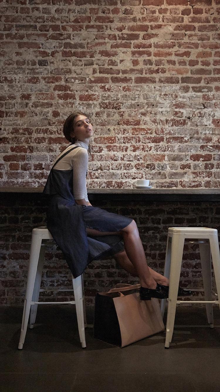 帽子 美女 个性 犹豫 黑色 苹果手机高清壁纸 750x