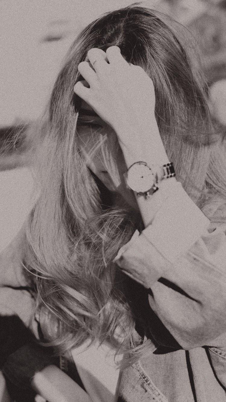 黑白 美女 撩发 长发