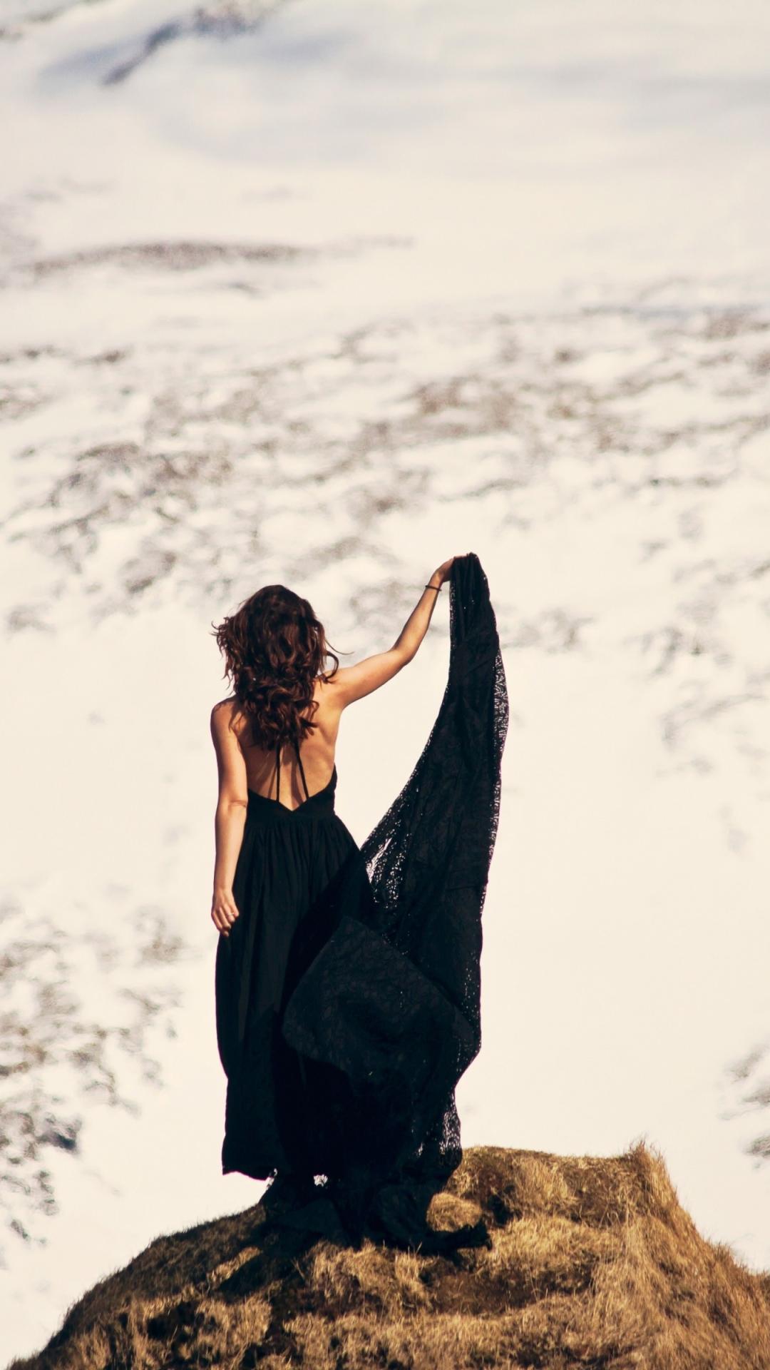 背影 黑长裙 美女 云端 苹果手机高清壁纸 1080x1920