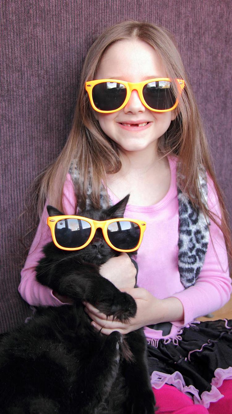 墨镜 小狗 小女孩