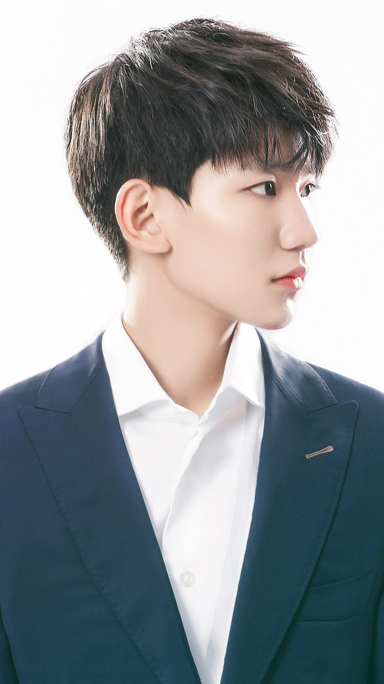 孔侑 韩国 演员 明星 艺人 苹果手机高清壁纸 750x