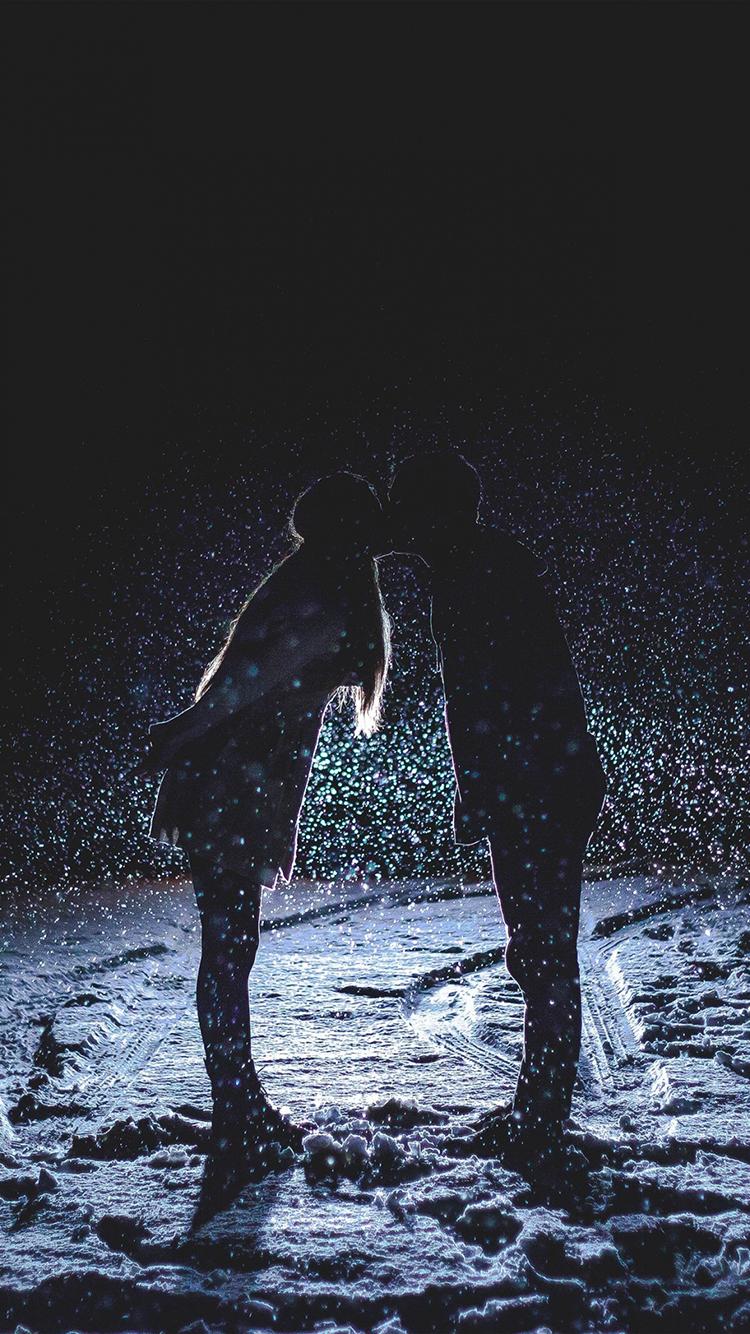 情侶 擁抱 雪 愛情 浪漫 蘋果手機高清壁紙 750x1334