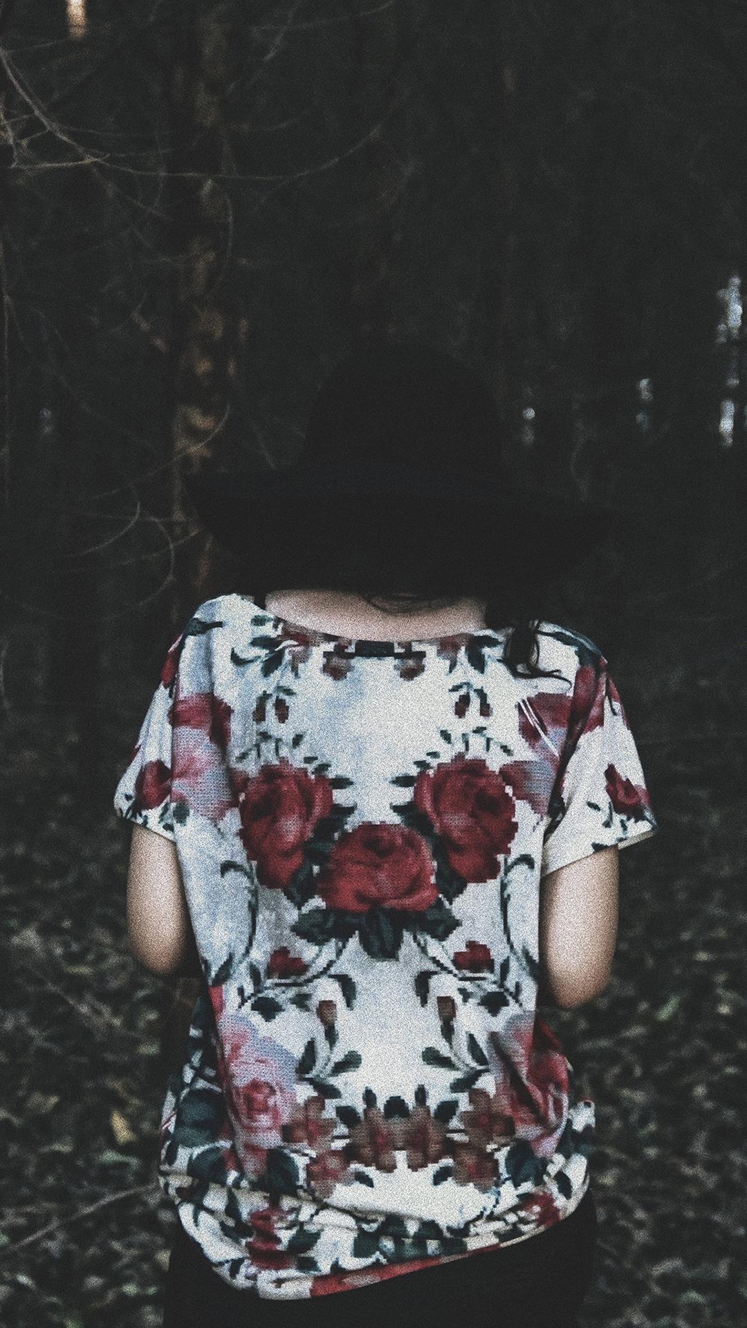 森系拍摄 碎花衬衣美女背影 苹果手机高清壁纸 1080x