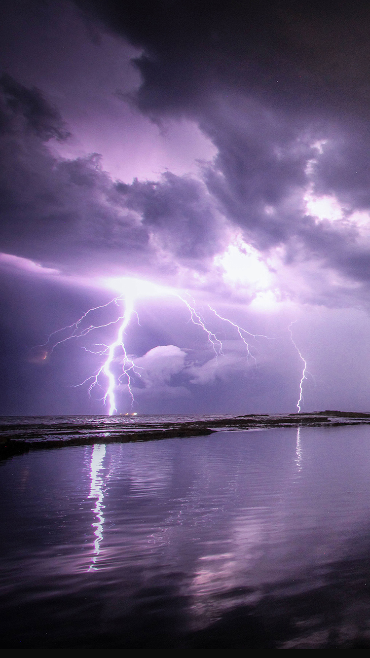 自然神奇美景 紫色的闪电