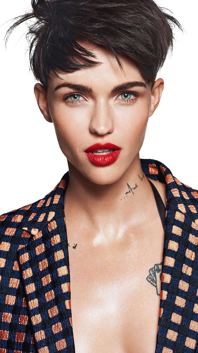 鲁比·洛斯 纹身 主持 模特 演员 性感 红唇 短发