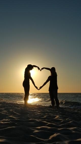 情侣 爱心 海边