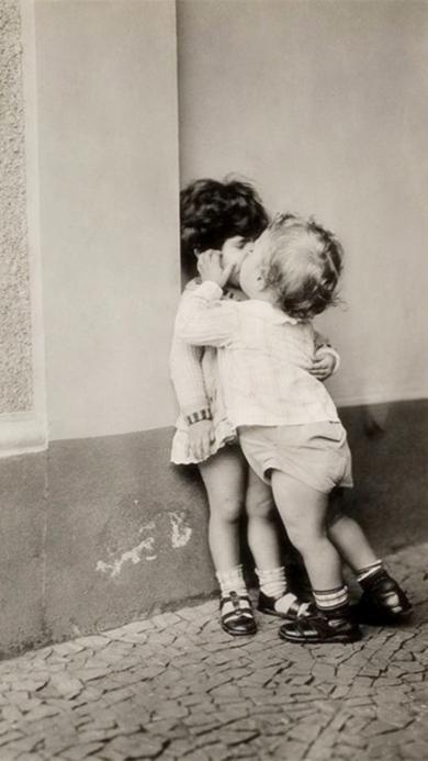 小孩 男女 亲嘴 kiss
