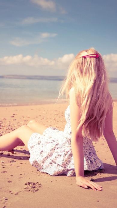 沙滩 美女 背影 蓝天白云