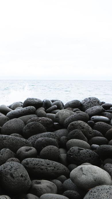 石头 大海 岸边 黑白