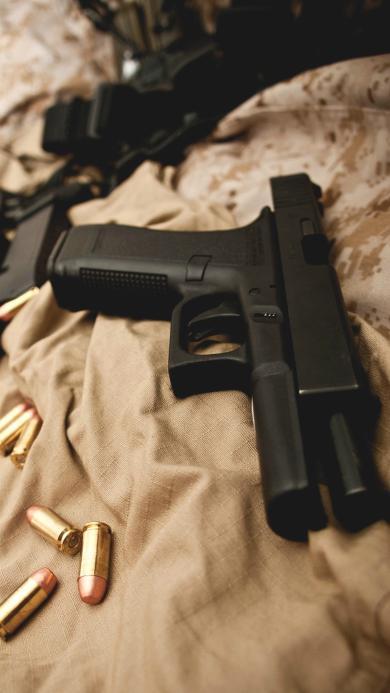 帅气黑色手枪 子弹