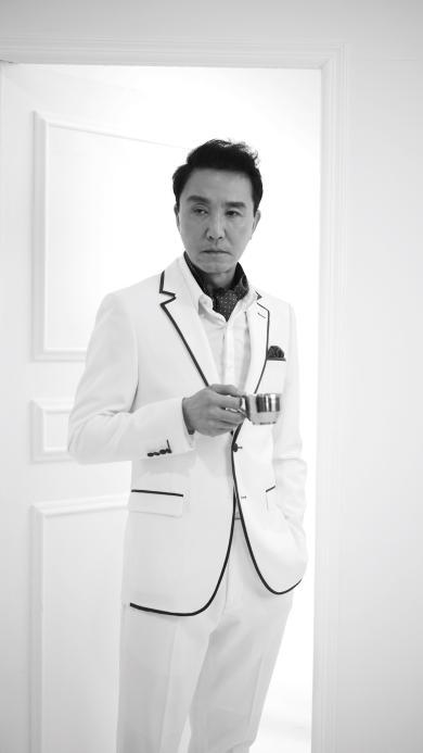 吴刚 黑白 西服 演员 明星 李达康