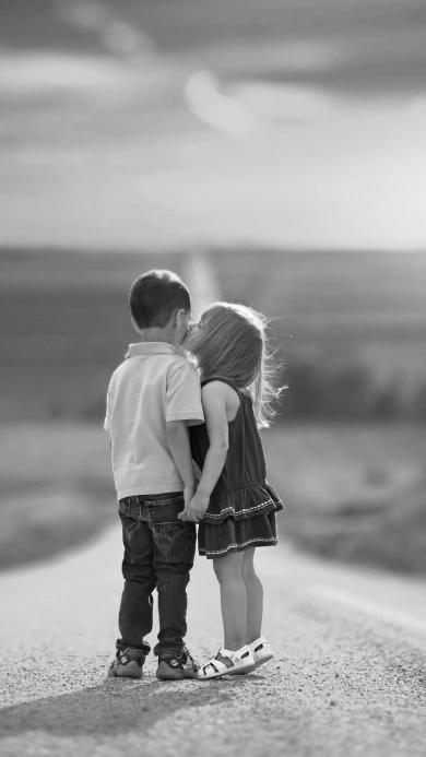 小孩 两小无猜 儿童 亲吻 黑白 爱情