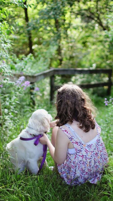 郊外风景 草地 鲜花 小萝莉与宠物 背影