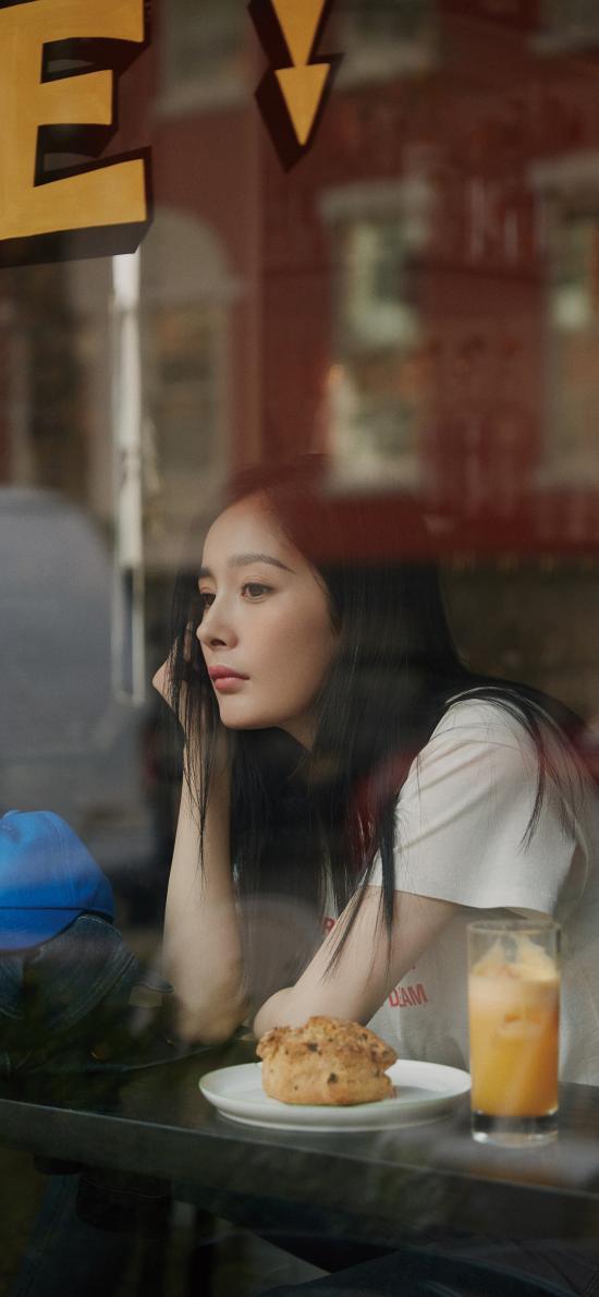 杨幂 演员 明星 窗边 艺人
