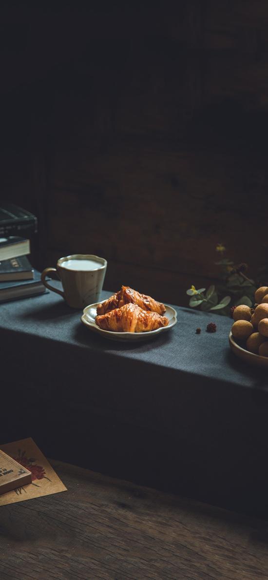 烘焙 面包 可颂包 牛角包 牛奶