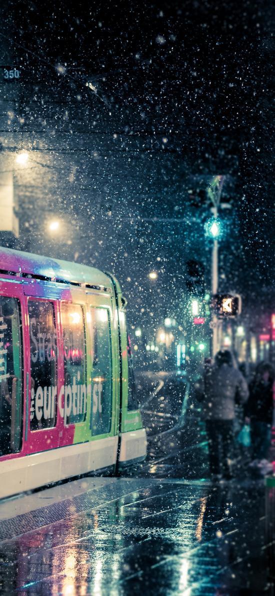 夜晚 动车 下雪 雪景