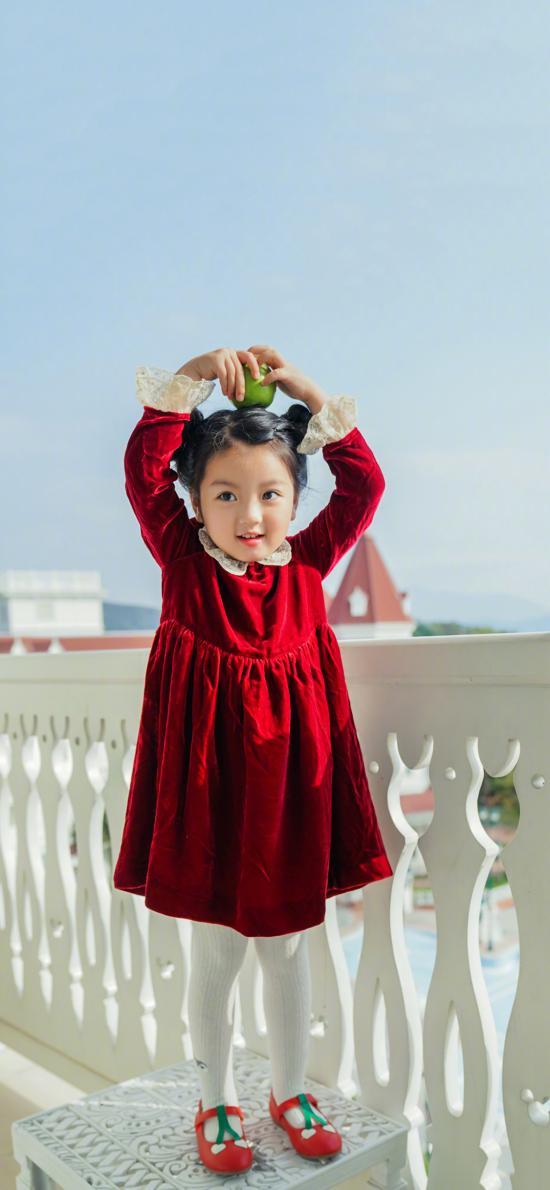 阿拉蕾 小女孩 可爱 儿童 比心