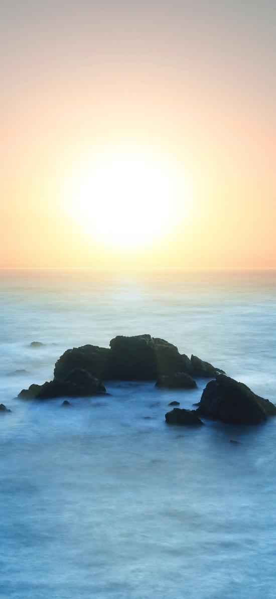 日出 海平面 礁石 霧氣 太陽