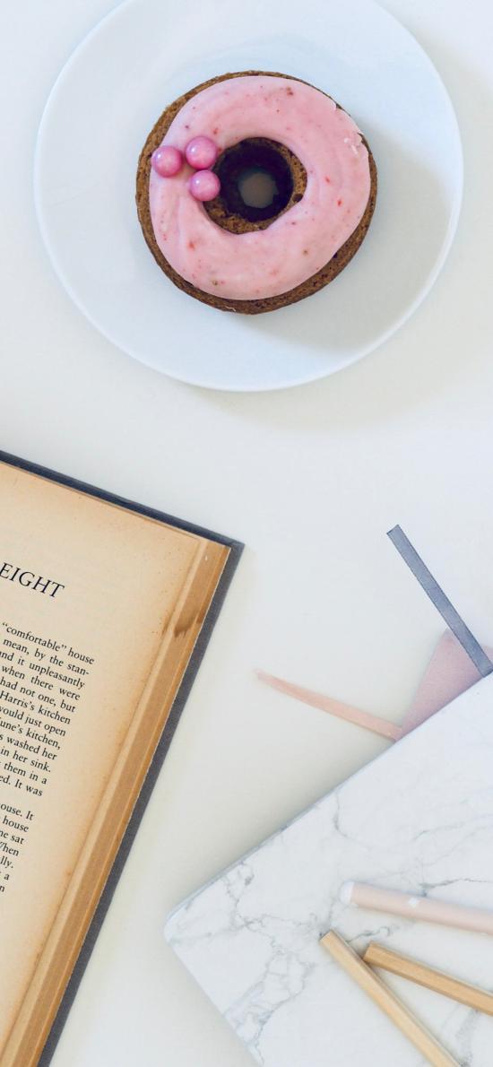 静物 书籍 文具 笔 甜甜圈 点心