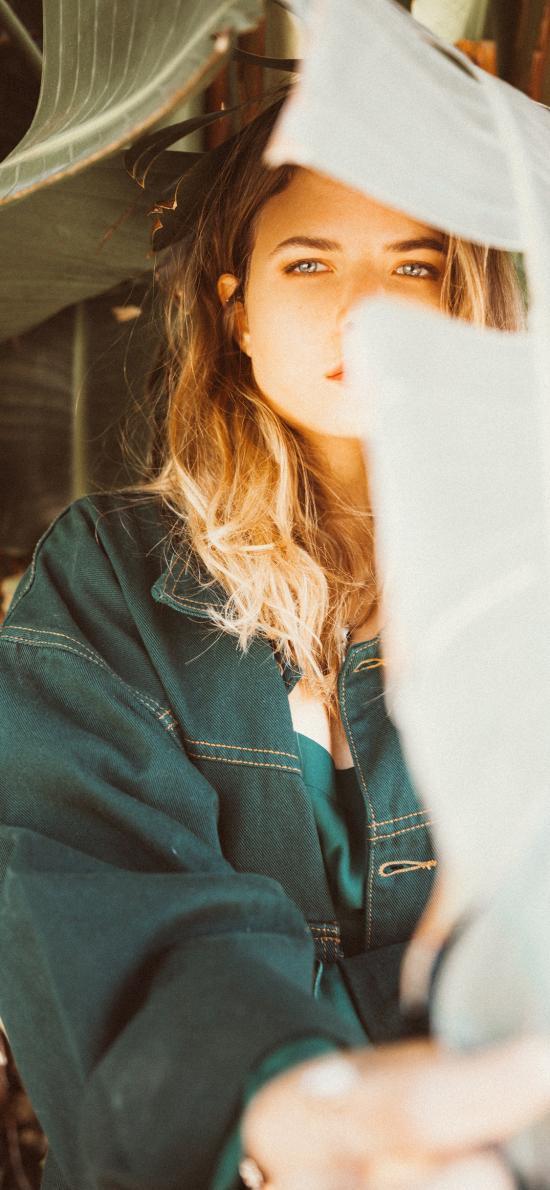 欧美美女 写真 金发 芭蕉叶