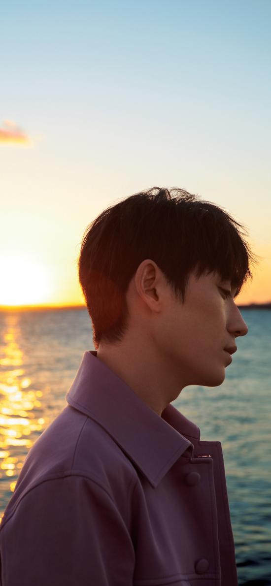 朱一龍 演員 明星 藝人 側顏 海邊