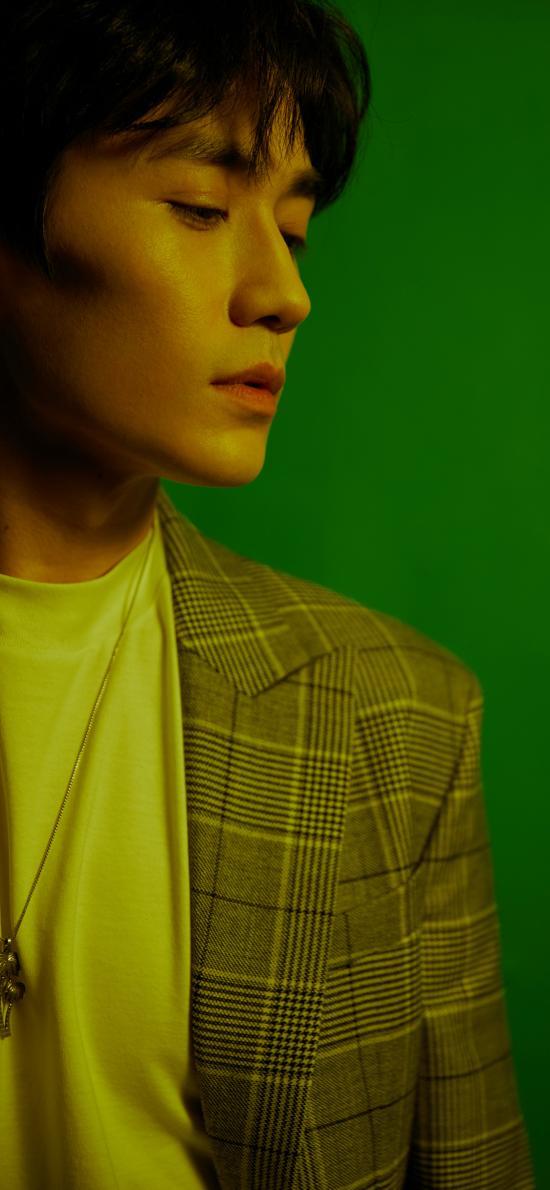 朱一龍 演員 明星 藝人 側顏 綠色
