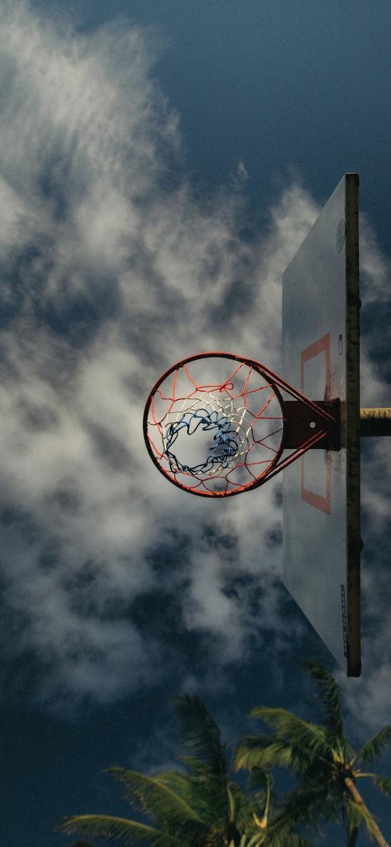 籃球框 天空 球場 云彩