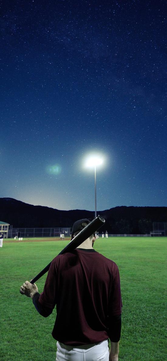 背影 棒球棍 草地 場地 球場
