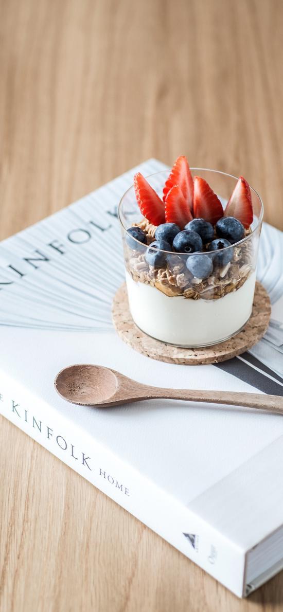 甜品 奶昔 書籍 藍麥 草莓 燕麥
