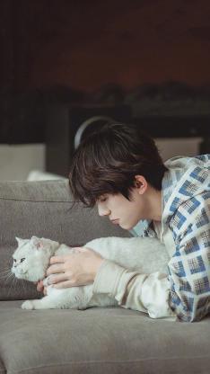 易烊千璽 朋友請聽好 綜藝 節目 擼貓 歌手 明星